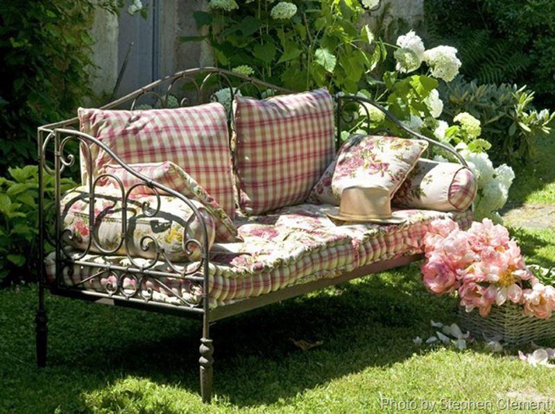Çiçek desenli ferforje bahçe kanepe