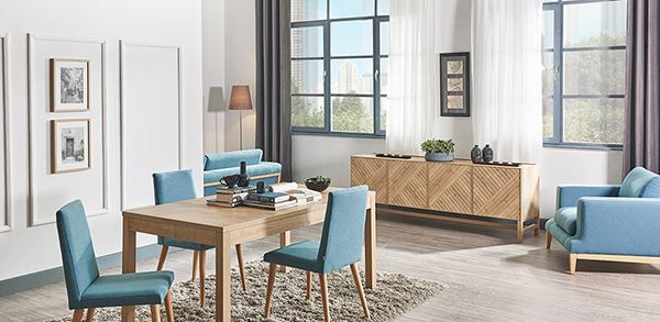 Ahşap ve mavi yemek odası dekorasyonu