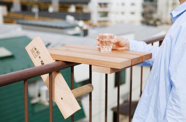 Ahşap balkon sehpası