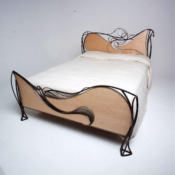 Ferforje ve ahşap yatak karyola