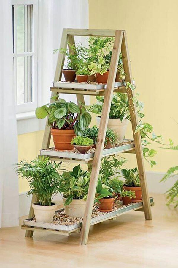 Merdiven şeklinde saksı stantı