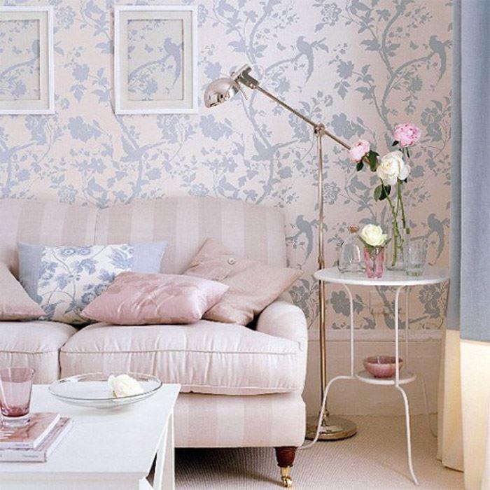 Pastel tonlarda çiçekli oturma odası