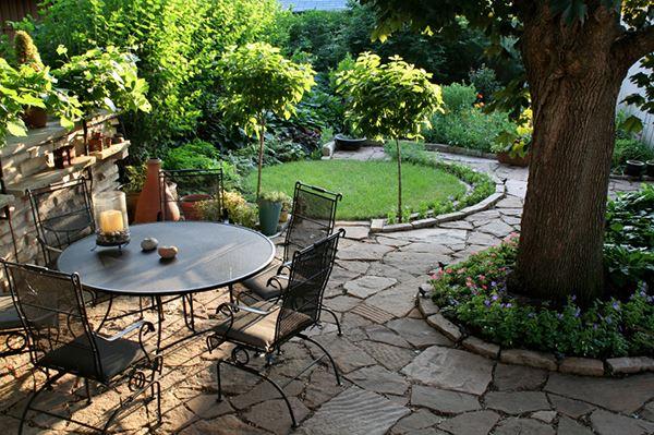 Taş zeminli bahçe dekorasyon