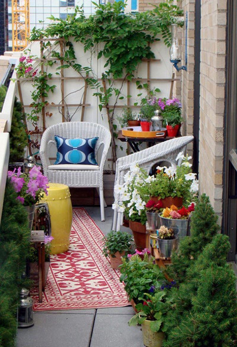 Çiçekli Salaş Balkon dekorasyonu