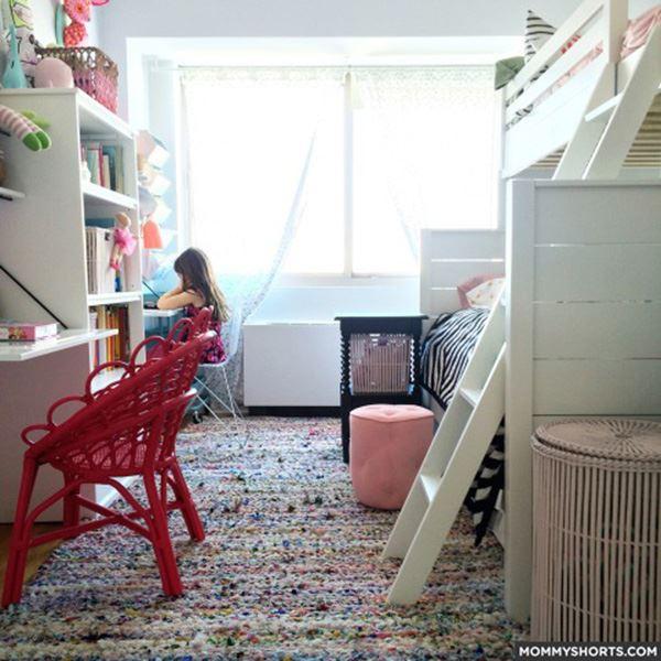 Üç kız kardeş için kardeş odası dekorasyonu