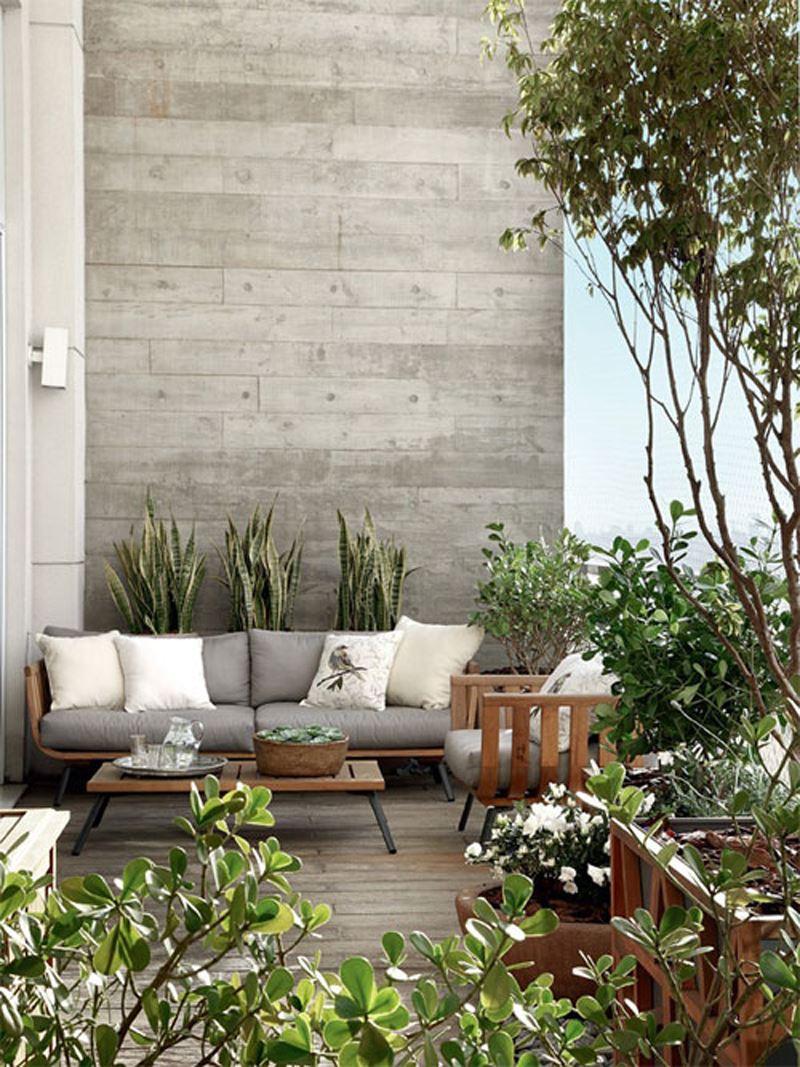 Şık çiçekli ağaçlı teras dekorasyon