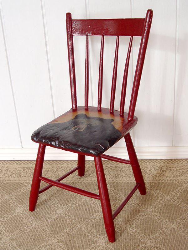 Siyah ayı desenli ahşap sandalye