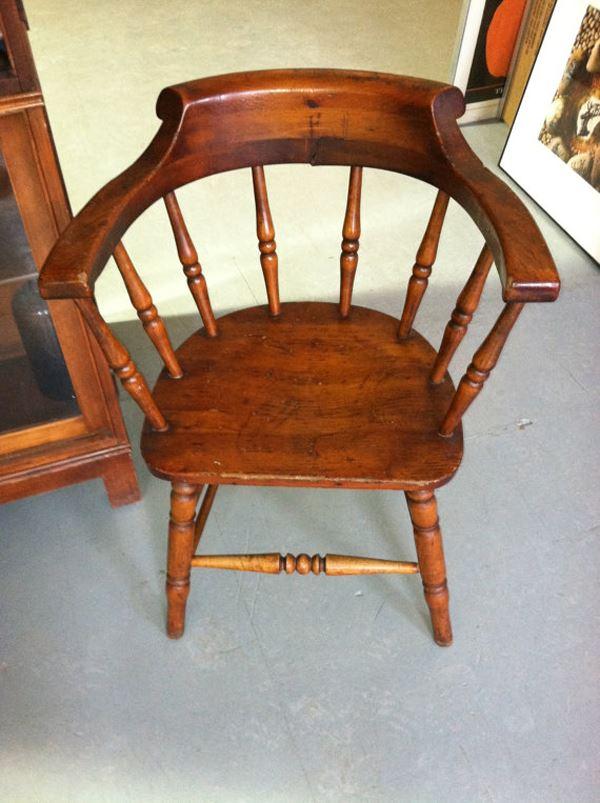 Vintage ahşap kaptan koltuğu