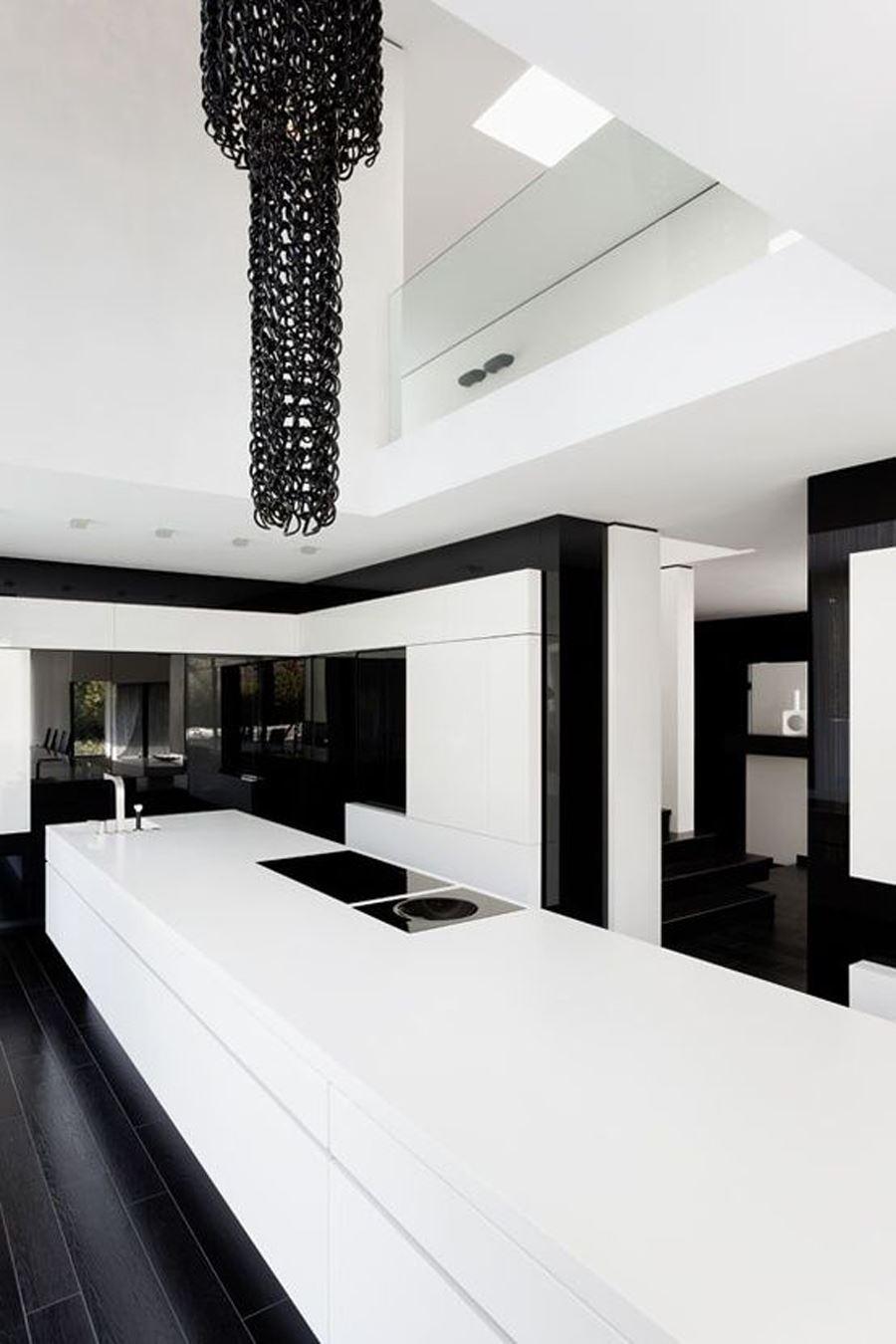 Beyaz Ağırlıklı Siyah beyaz mutfak