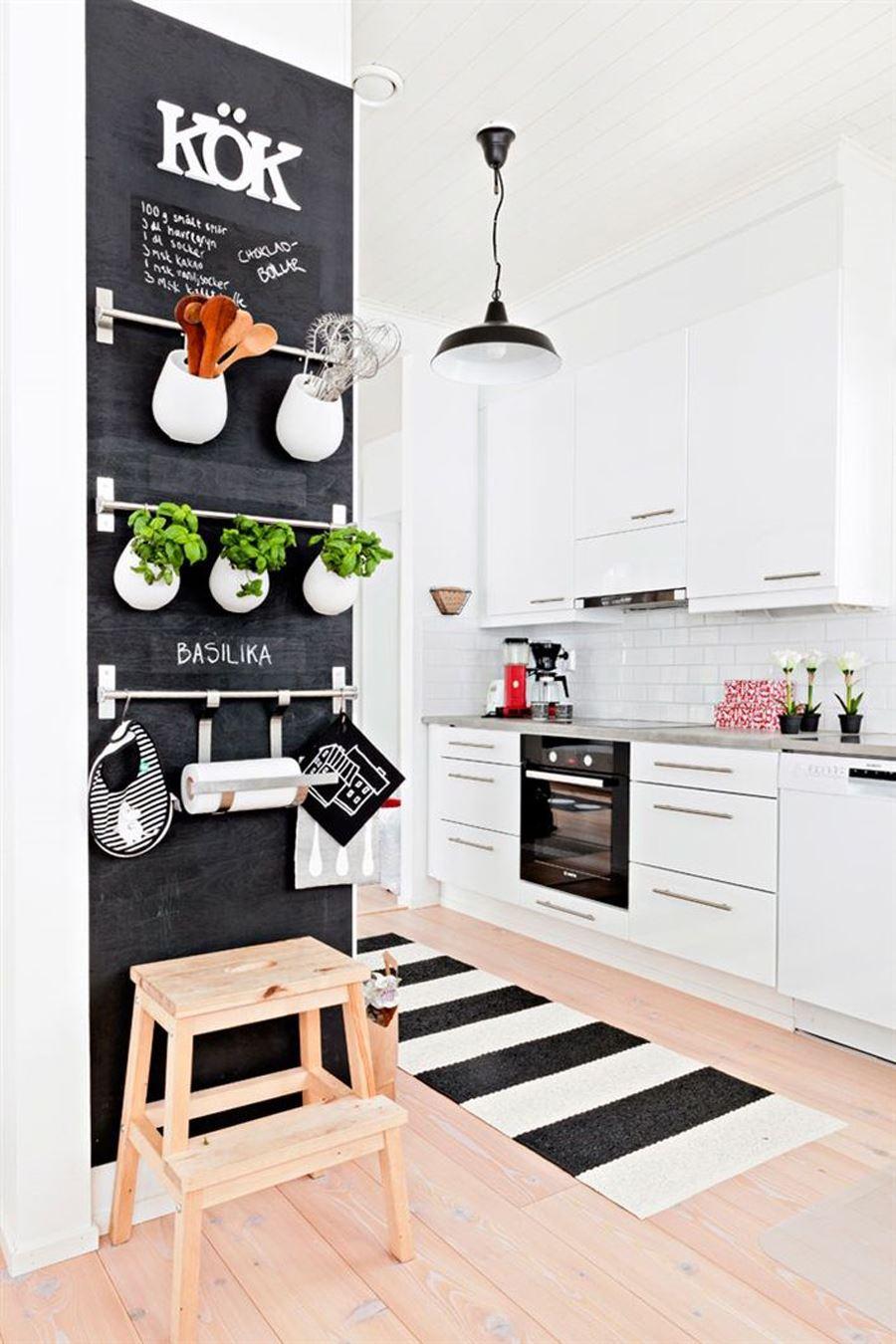 Beyaz Mutfak Dolaplı Siyah beyaz mutfak