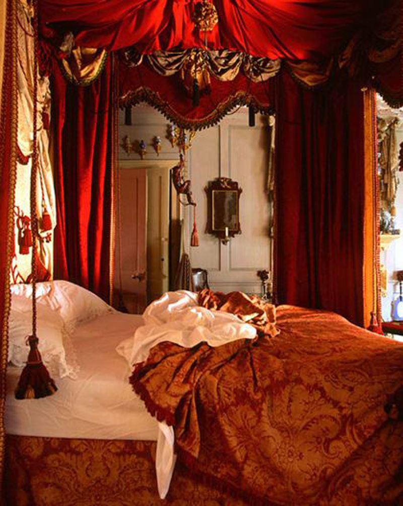 Gösterişli kırmızı yatak odası dekorasyonu