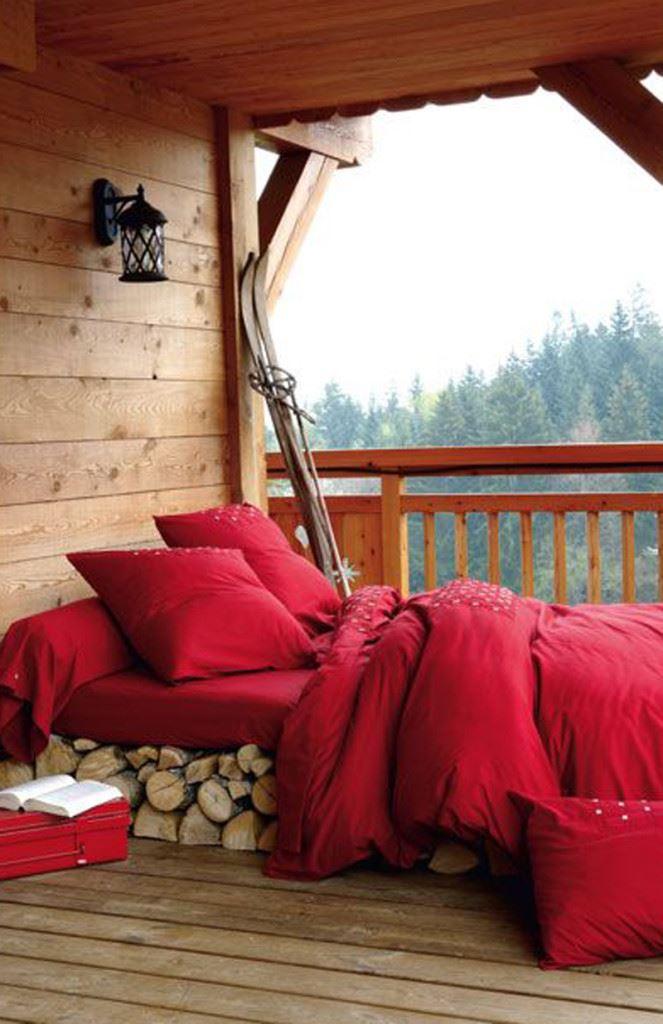 Kırmızı rüstik yatak odası dekorasyonu