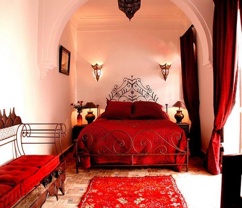 Rüstik kırmızı beyaz yatak odası dekorasyonu