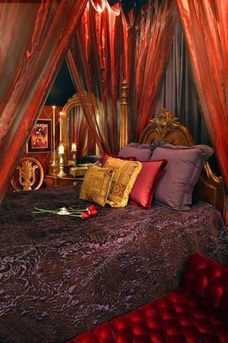 Romantik kırmızı yatak odası dekorasyonu