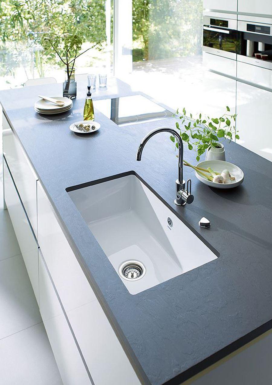 Siyah Tezgahlı Siyah beyaz mutfak dekorasyonu