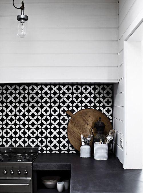 Siyah tegahlı Küçük Siyah beyaz mutfak modelleri