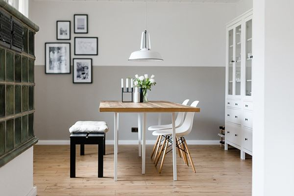 Beyaz sade yemek odası dekorasyonu