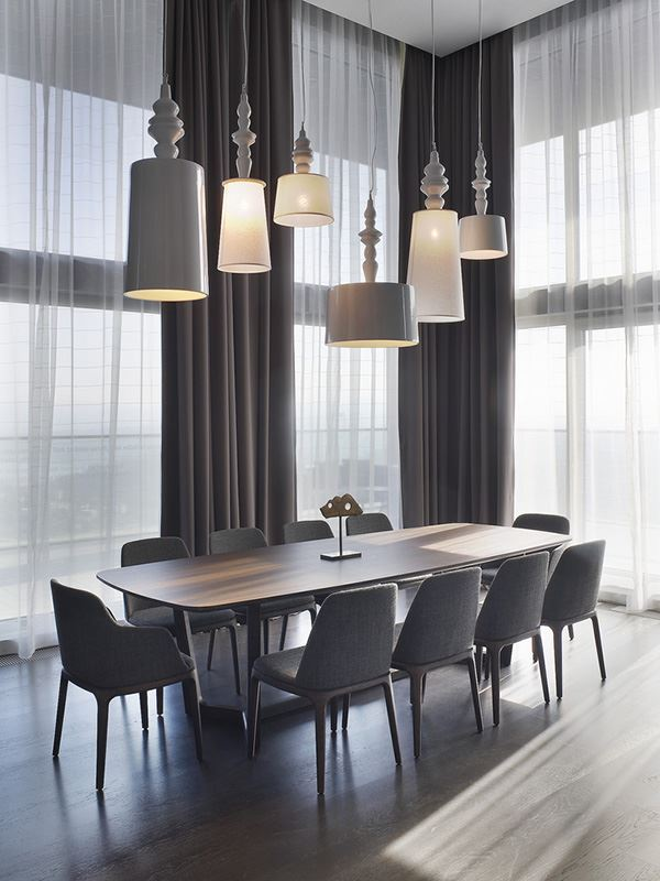 Modern dining room decoration in dark colors