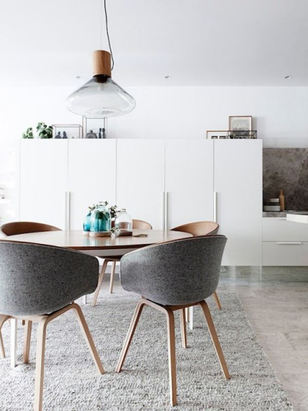 Round dining room for 4 people