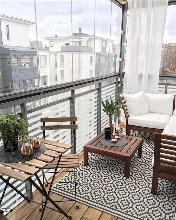 Cam balkon dekorasyonu le d rt mevsim a k havan n tad n for Kare arredamento