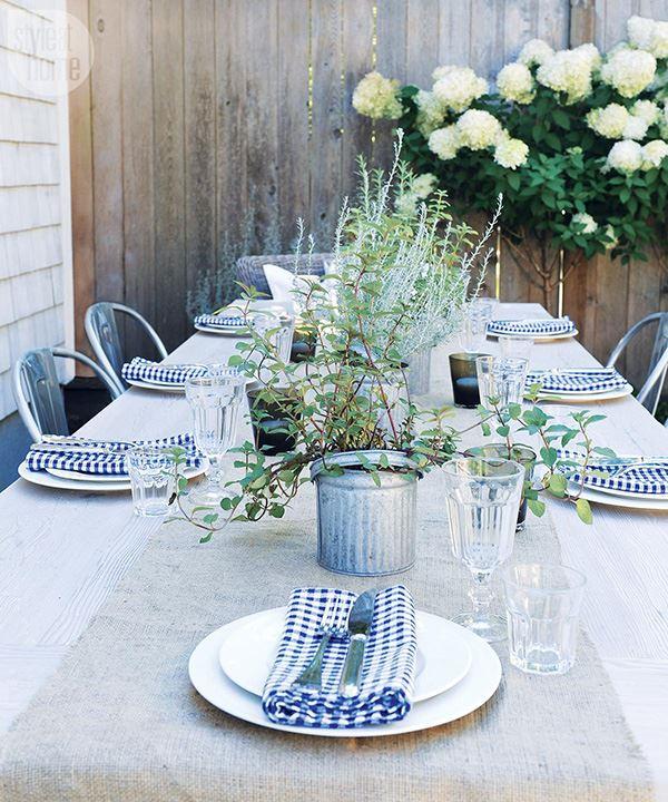 Açık hava için kalabalık yemek masası dizaynı