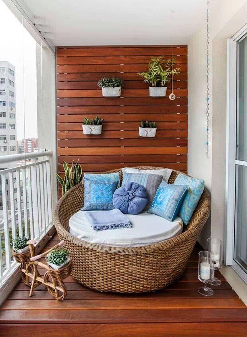 Ahşak koltuk balkon dekorasyonu