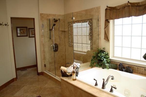 Büyük mermer banyo dekorasyon