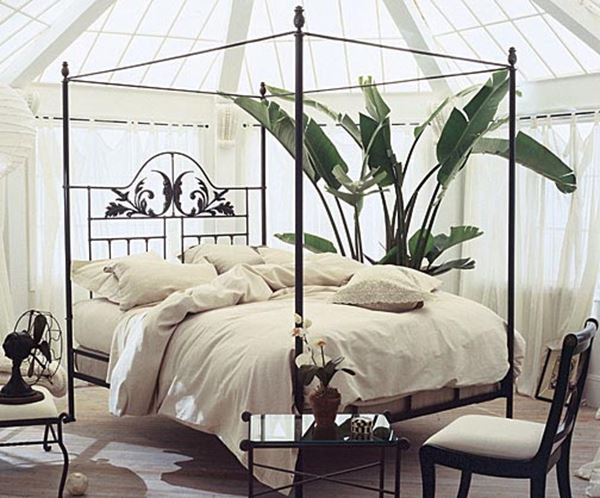 Ferforje kare yatak beyaz