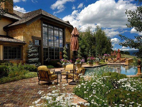 Havuzlu lüks villa bahçe dekorasyon
