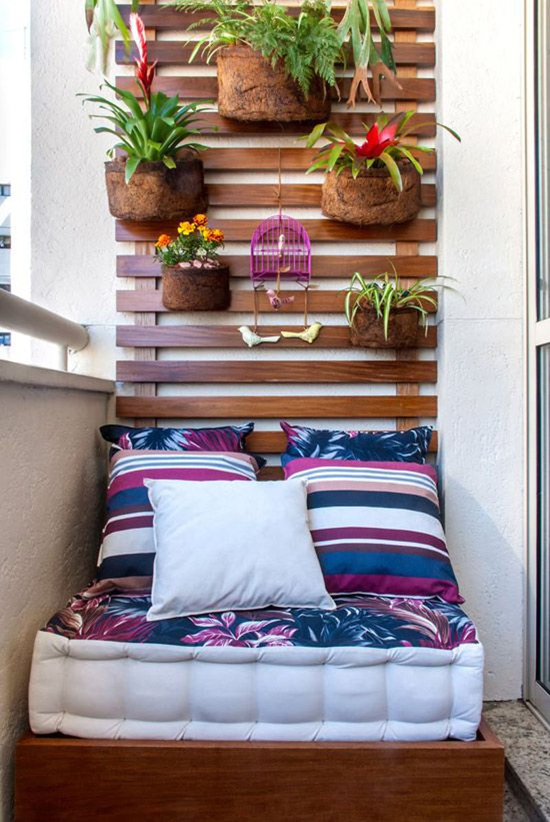 Küçük balkon dekorasyonu koltuk