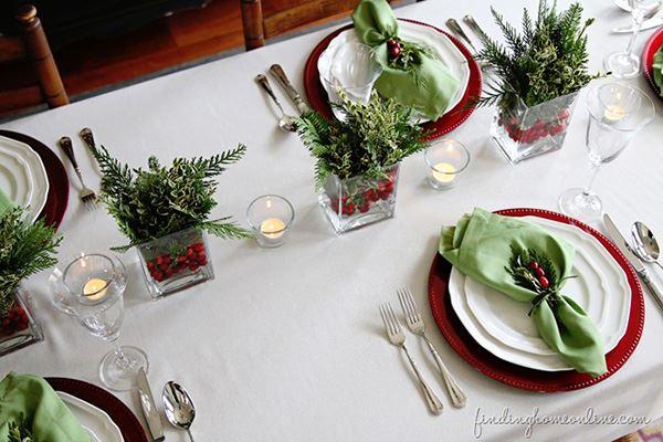 Kırmızı ve yeşil renkli yemek masası süsleme