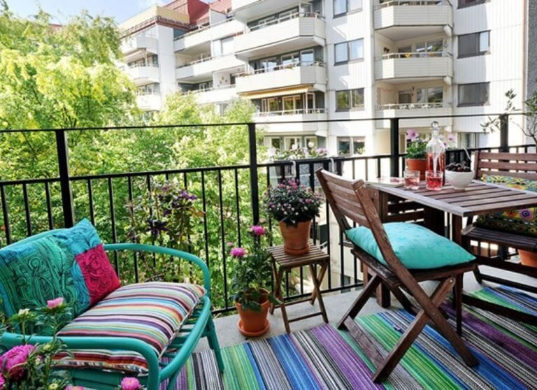 Küçük Balkon Dekorasyonu Fikirleri ile Balkonlar Rengarenk