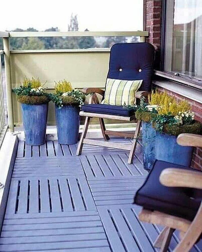 Mavi beyaz balkon dekorasyonu