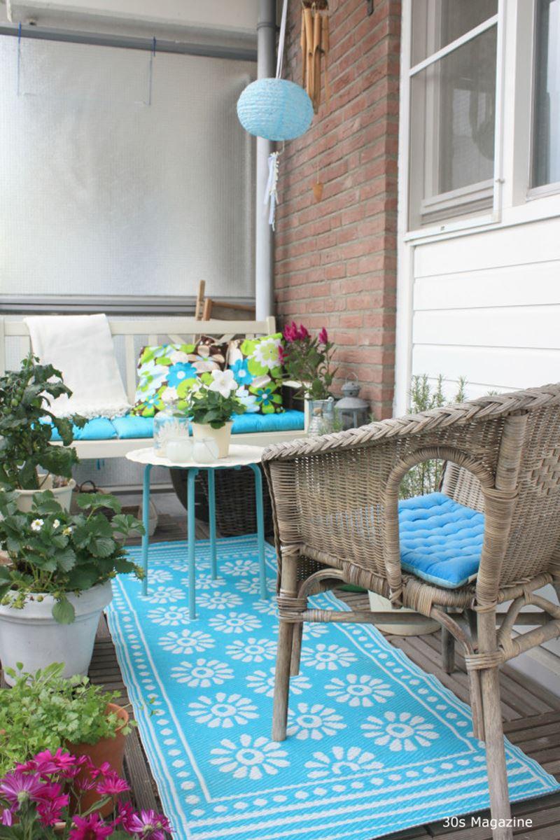 Rahat balkon. Dairenin balkon tasarımı. İçinde balkon dekorasyonu