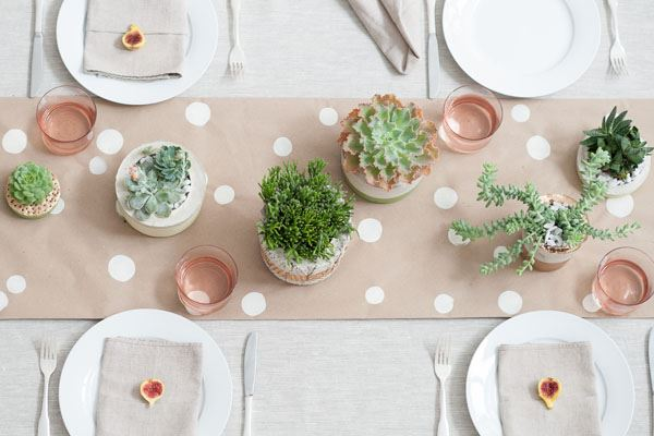 Design of dining table decorated with pastel pink