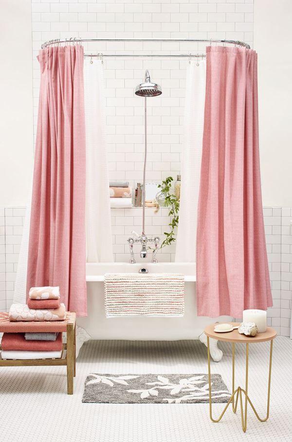 Pembe beyaz banyo dekorasyonu