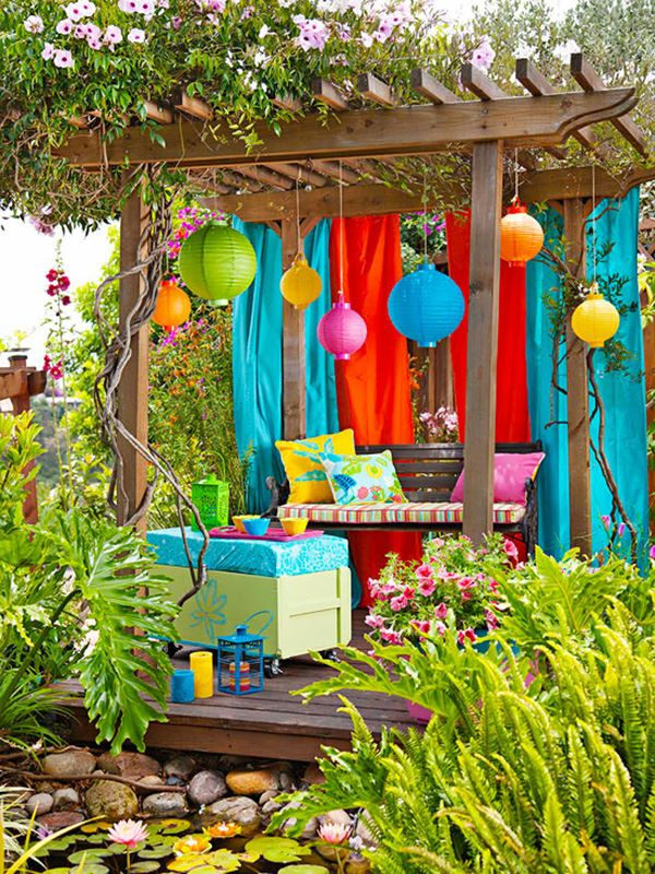 Rengarenk verandalı bahçe dekorasyonu