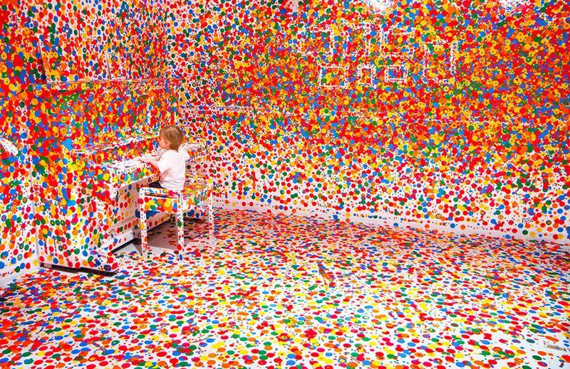 Renkli yuvarlak etiketler çocuk odası