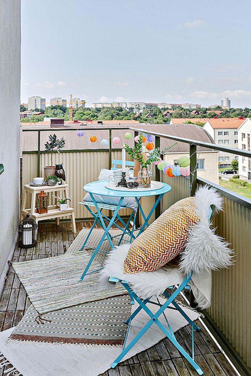 Sade küçük balkon dekorasyonu