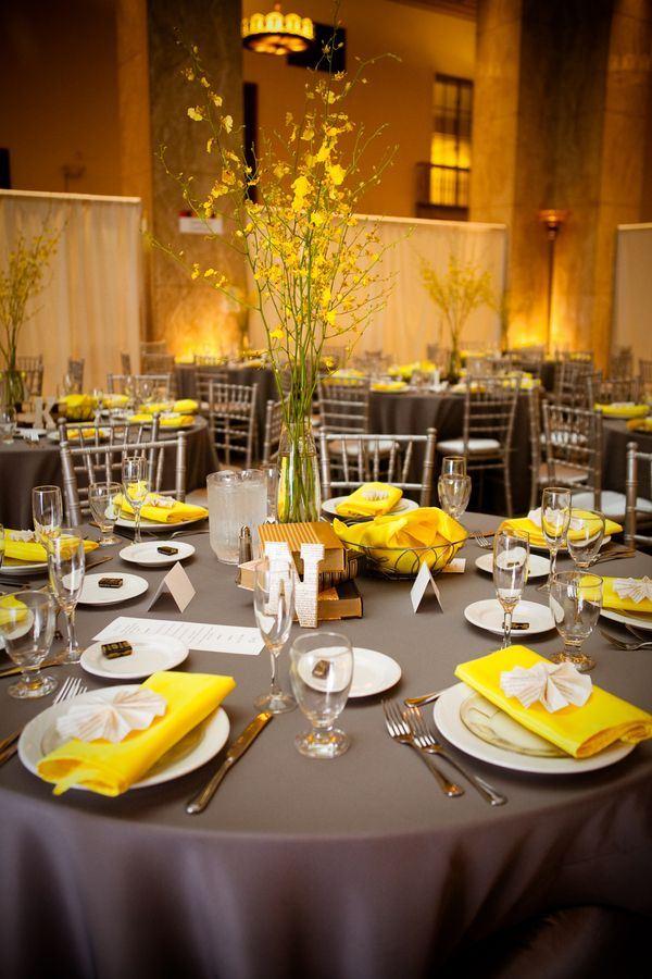 Sarı renk yemek masası tasarımı