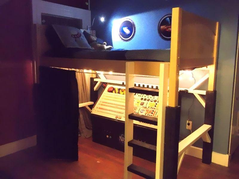 Uzay gemisi kaptanı çocuk odası