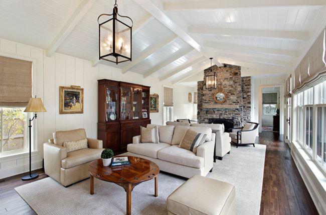 Uzun oturma odası dekorasyonu Dağ evi